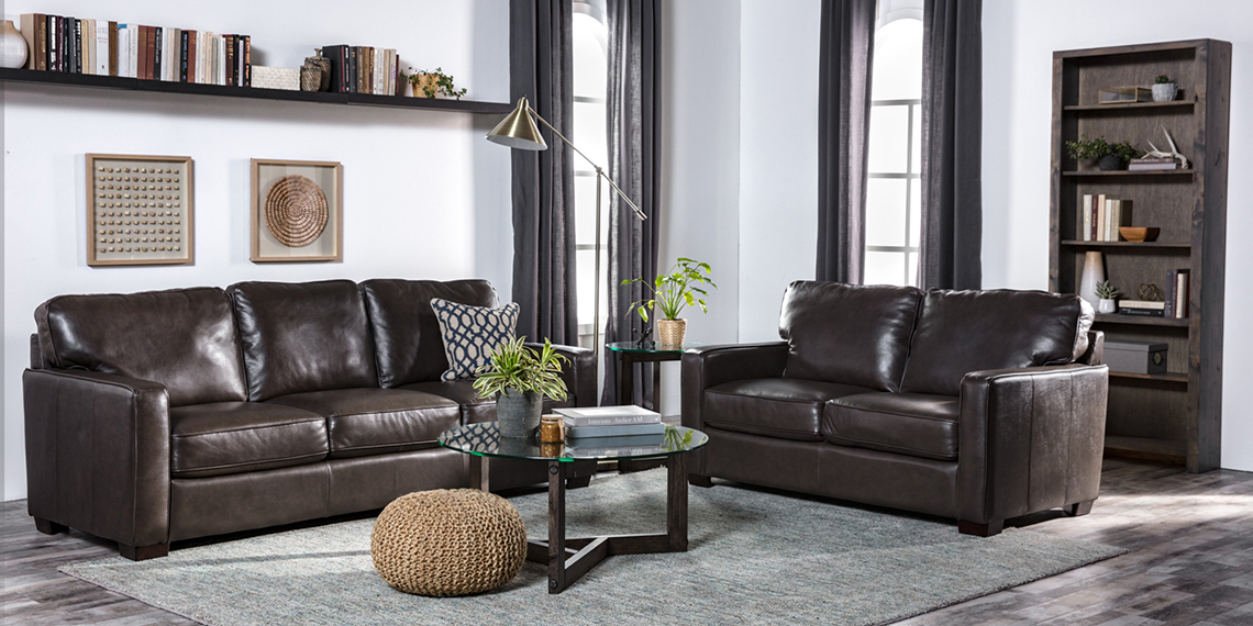 Country/Rustic Living Room with Gordon Sofa